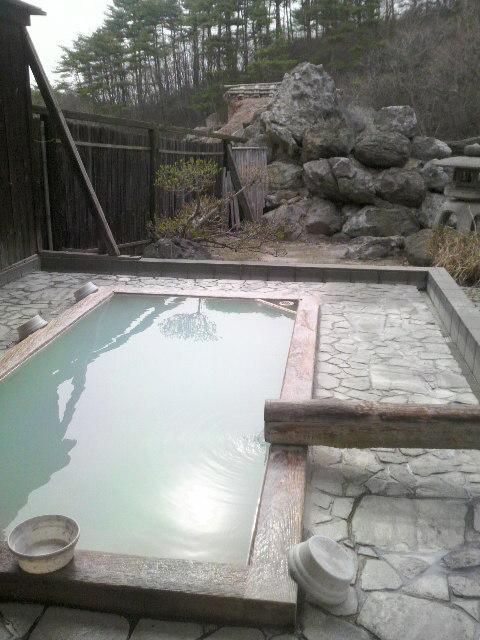 福島の宿の温泉は…(<br />  写真)